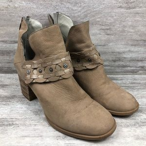 NINE WEST tan western style boots